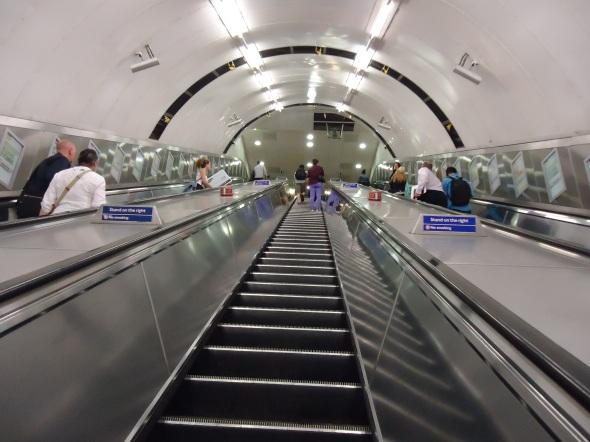 Escada da Jubilee Line, que foi a última a ser inaugurada, em 1979.